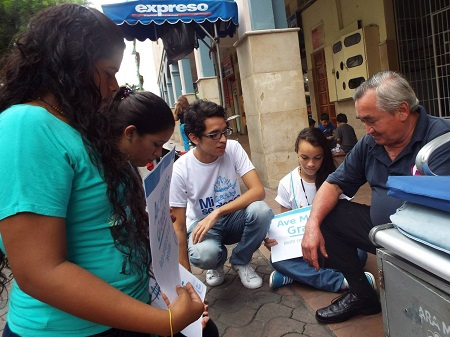 Youth from Santiago de Guayaquil praying a Hail Mary