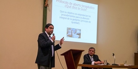 Dr. Gonzalo Flores (L)  and Dr. Paul Ramos (R) during the presentation