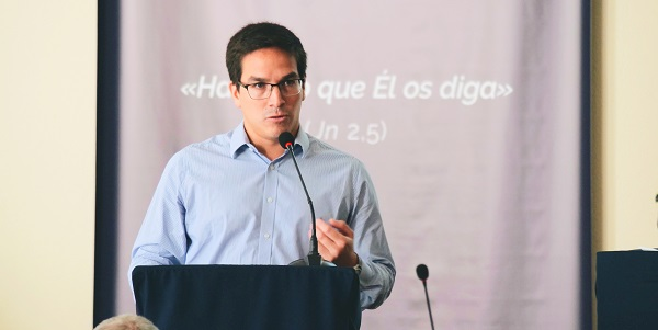 Adrián-Meza-during the V General Assembly for the Sodalitium talking about the situation in Argentina - Sodalitium News