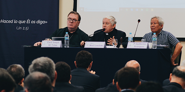 Cardinal Tobin Monsignor Londoño and Fr Guillermo Rodríguez during the V General Assembly - Sodalitium News