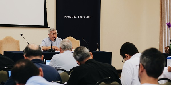 Fr Gianfranco Ghirlanda guiding the Spiritual Exercises before the V General Assembly - Sodalitium News